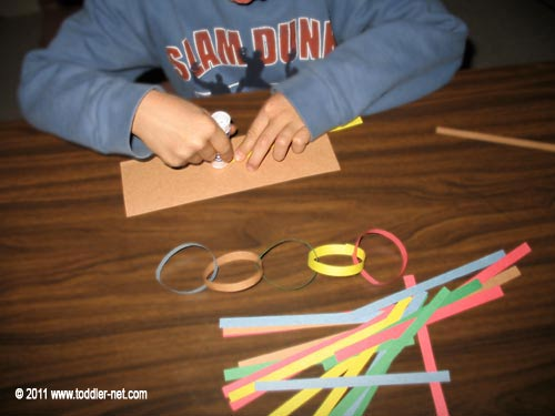 making a paper chain garland