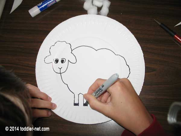 trace a sheep onto a white paper plate